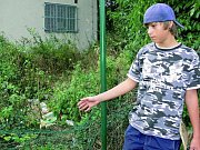 ZNIČENÉ PLOTY A NEPOŘÁDEK. Situace v městském skateparku se zhoršuje. Samotní sportovci s tím prý nemají nic společného, vandalismus odsuzují. Na snímku skateboardista Robert Jeřábek.