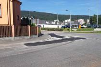 V Prachaticích skončila uzavírka silnice, která od supermarketů vede na Český Krumlov a obchvat.
