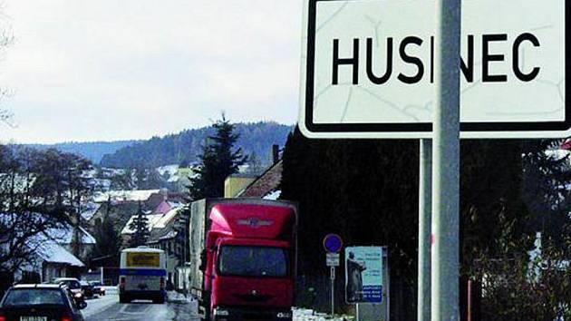 NEUSPĚLI. Žádost o snížení rychlosti na konci města byla Husineckým zamítnuta.  Ohrozila by plynulost.