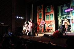 Pětice mladíků Travesti show Techtle Mechtle přivezla do Volar svůj nový program Holky na tahu.