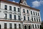 Několik let se městu Volary nedaří také najít plnohodnotné využití pro historickou budovu prvního stupně základní školy. I sem by mohla jít část prostředků z úvěru.