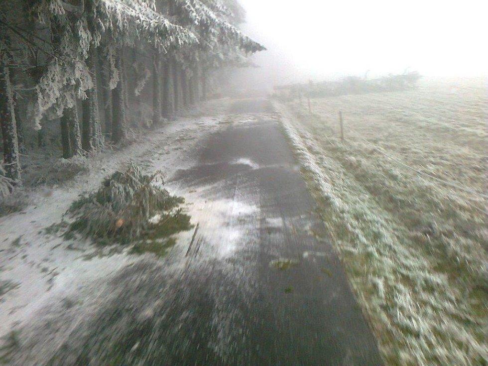 Silnice do Arnoštova.