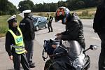 Na to šofér motorky doplatil, odjížděl až po zaplacení pokuty.