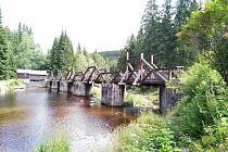 Hradlový most u Modravy je ve špatném stavu. Opravovat se bude až do června příštího roku.