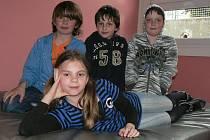 Andílci ze třetí třídy ZŠ Zlatá stezka v Prachaticích. Zleva nahoře David Kočík, Jiří Kahuda, Jirka Horejš a Natálie Mrázová.