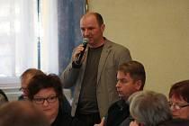 Podle bývalého ředitele Správy NP Šumava Jiřího Mánka připomíná křižovatka, na které se dnes Šumava nachází, spíše kruhový objezd.