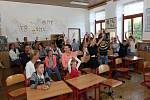 Do ZŠ v Borových Ladách dvacet sedm žáků školy odzvonilo prázdninám, z toho jsou tři prvňáčci. Radost, smích a pohoda to jsou synonyma pro dnešní den!