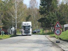 Přes Zátoň museli jet po dobu opravu mostu v Horní Vltavici řidiči od hraničního přechodu Strážný do Horní Vltavice a dál na Vimperk.