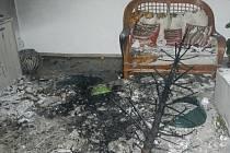Požár vánočního stromku od zapálené prskavky. Ilustrační foto.