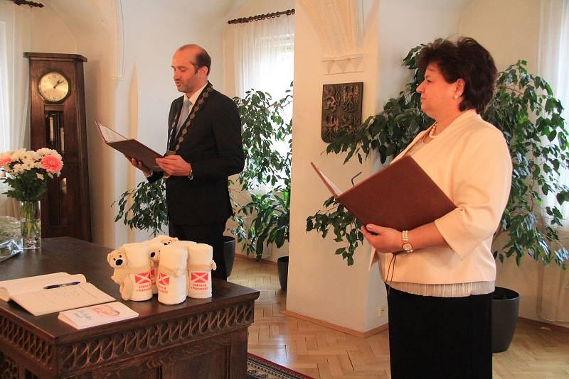 Po více než roce prachatický starosta Martin Malý přivítal nové občánky.