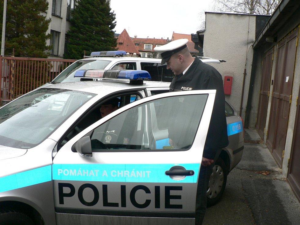 NOVÁ MOTOROVÁ VOZIDLA. Od ledna budou mít policisté k dispozici vozy v novém provedení.