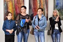 Vernisáž výstavy obrazů Lenky Herzogové.