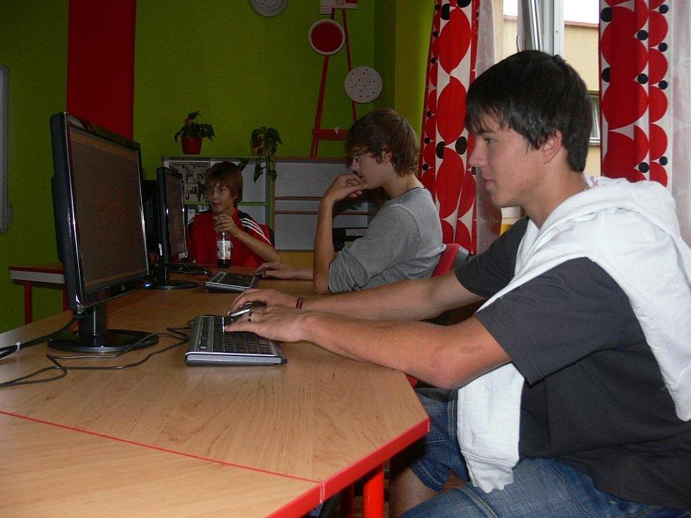 V nové učebně se žáci naučí také pracovat s videem a upravovat fotografie.