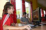 Žáci mají k dispozici kvalitní počítače i software.