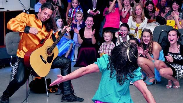 Zdíkovské děti na plese.