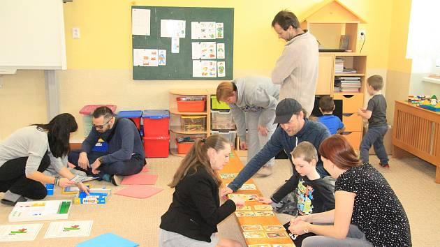 Zápis nanečisto si vyzkoušeli předškoláci v Mateřské škole v Krumlovské ulici v Prachaticích.