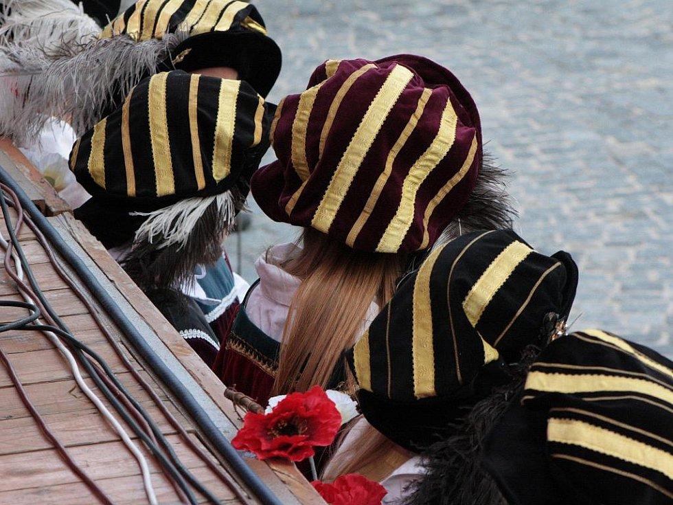 Slavnosti Zlaté stezky jsou i o historických kosýmech a nezbytných pokrývkách hlavy.