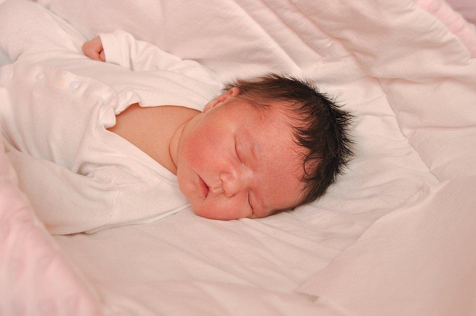 ADÉLA ČADOVÁ, ČESKÉ ŽLEBY. Narodila se ve čtvrtek 4. července v 15 hodin a 39 minut ve strakonické porodnici. Vážila 4180 gramů.