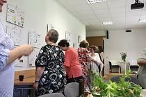 Výstava vizitek, které nasbírala Daniela Bžochová z Prachatic.