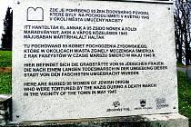 Nová deska zdobí volarský hřbitov Pochodu smrti.