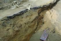 V části Krumlovské ulice pod silničním mostem byla v minulosti vozovka položena na několikametrovou vrstvu pískového podloží.