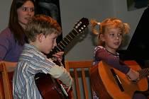 Kytarový koncert v Základní umělecké škole v Prachaticích.