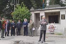 Pietní akt u památníku ve Čkyni 2. července 2017.