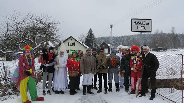 Tradiční masopustní průvod letos prošel i Masákovou Lhotou nad Zdíkovem.