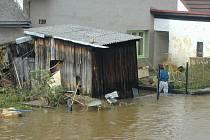 Po povodních vyrazili hodnotit škody i pojišťovací agenti.