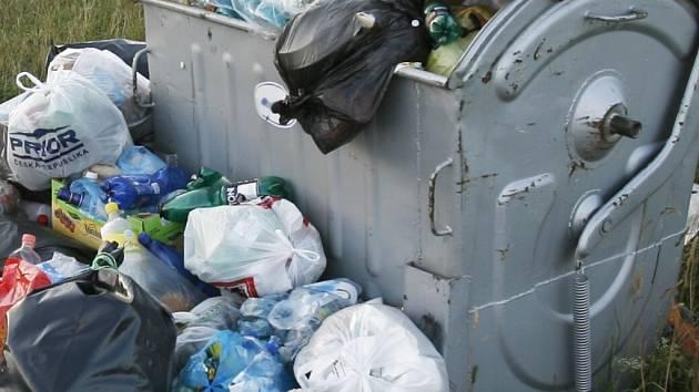 Za odvoz komunálního odpadu místní obyvatelé zaplatí pět set korun. Ilustrační foto.