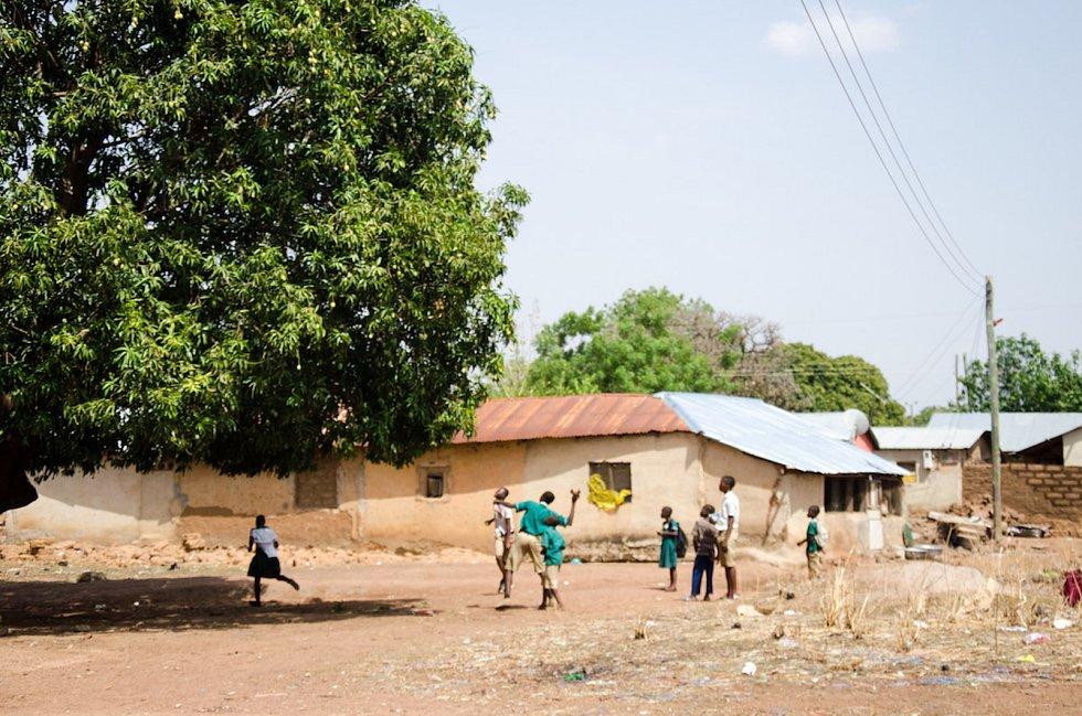 Tadeáš Šíma je po sto dnech jízdy na kole po Africe v Ghaně.