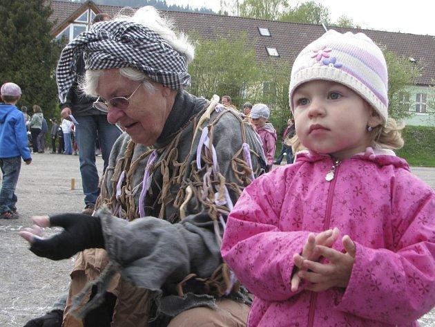 V Prachaticích si pálení čarodějnic užily hlavně děti.