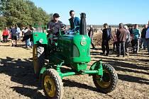 Do Mahouše se sjely staré traktory.