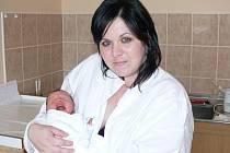 Dominika Šindelářová se narodila v prachatické porodnici v pátek 7. června v 11.20 hodin rodičům Petře a Stanislavovi. Vážila 2,92 kilogramu. Malá Dominika bude vyrůstat v Hracholuskách.