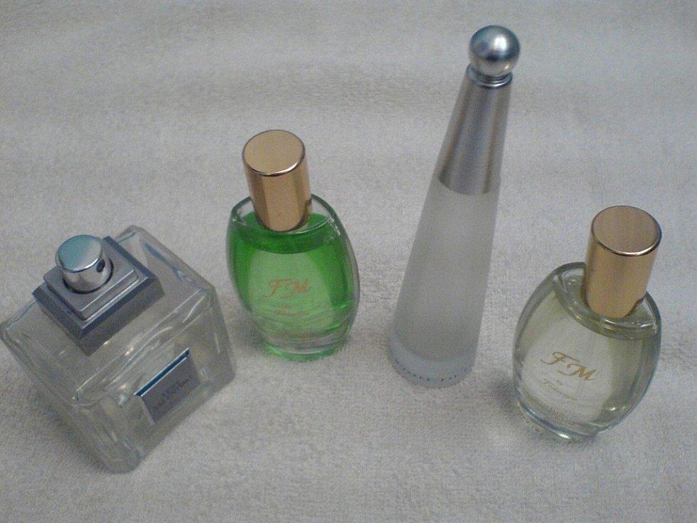 Policii dosud neznámý zloděj ukradl šestadvacet parfémů a další drogistické zboží. Ilustrační foto.