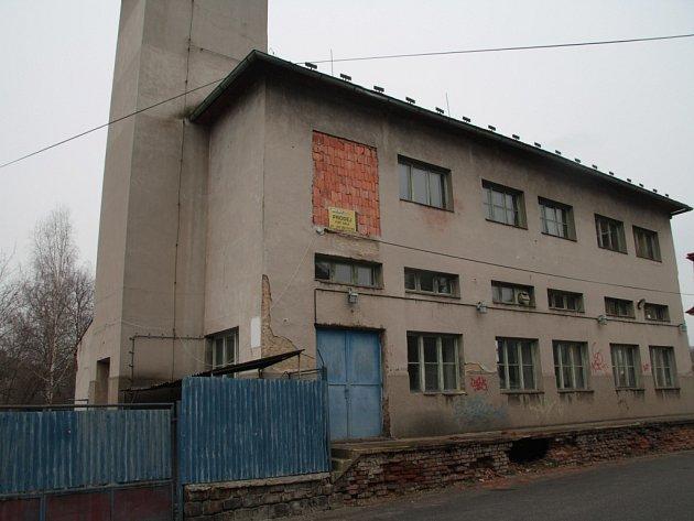 Objekt vkrátké ulici nabídli jeho majitelé kodkoupení městu Vimperk. To ale onabídku nemělo zájem.