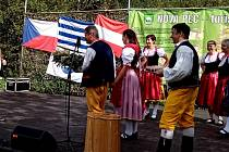 V sobotu 19. září v jednu hodinu po poledni se údolím u Jeleních Vrchů rozlehly lidové melodie. Začala slavnost závěru 23. novodobé plavební sezóny.