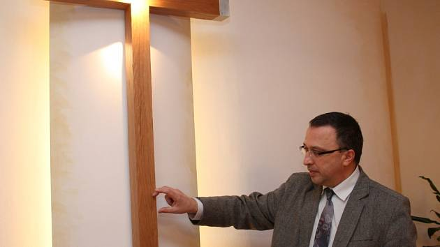 Pro uložení ostatků Jana Pavla II. byl vybrán kříž v kapli hospice.