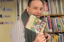 Režisér pohádky tajemství staré Bambitky Ivo Macharáček na besedě v městské knihovně v Prachaticích.
