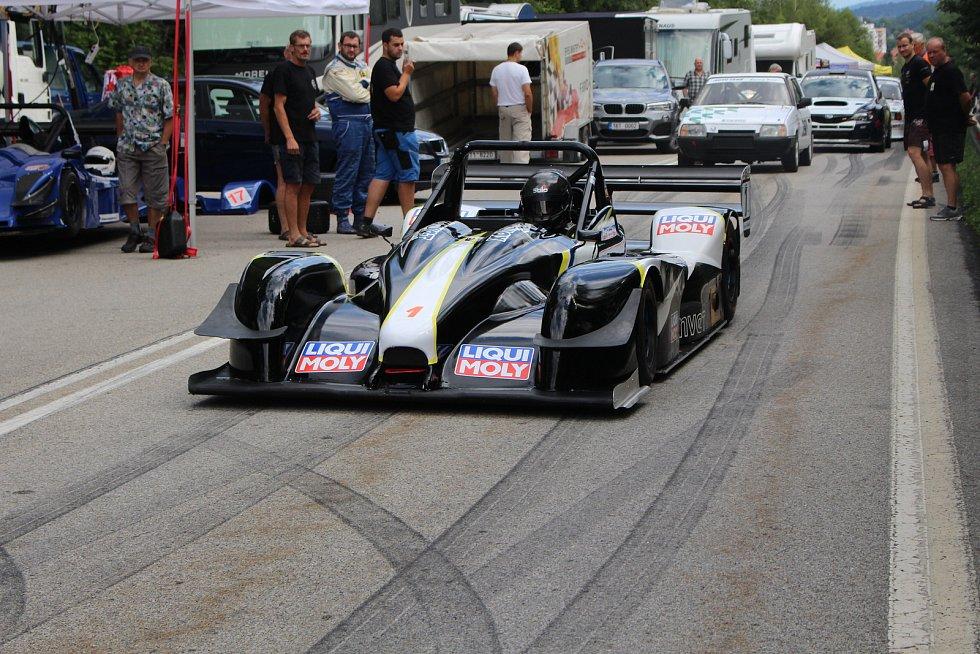 Nedělní tréninky ještě provázelo solidní počasí, při závodě již přišel déšť.