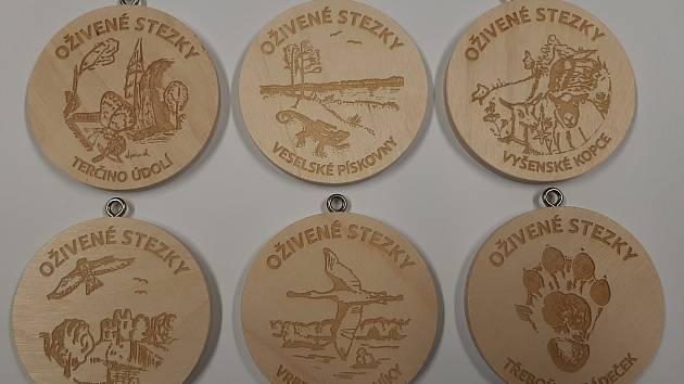 Dřevěné medaile.