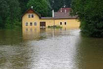 V Podeřištích u Netolic voda znovu zaplavila stejné domy.
