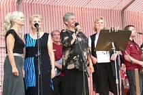 V Tornádu účinkují všechny zpěvačky, které se v době jeho největší slávy v kapele vystřídaly. Zleva Jitka Rychtaříková, Jitka Rydvalová, Marta Járková a Hanka Vodičková.