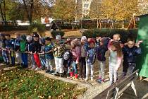 Další etapa úpravy zahrady u mateřské školy je hotová.