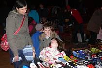 Bazar sportovních potřeb si nenechaly ujít stovky návštěvníků.