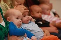 Po letních prázdninách se obřadní síň v Prachaticích opět zaplnila rodiči a jejich dětmi při vítání nových občánků.