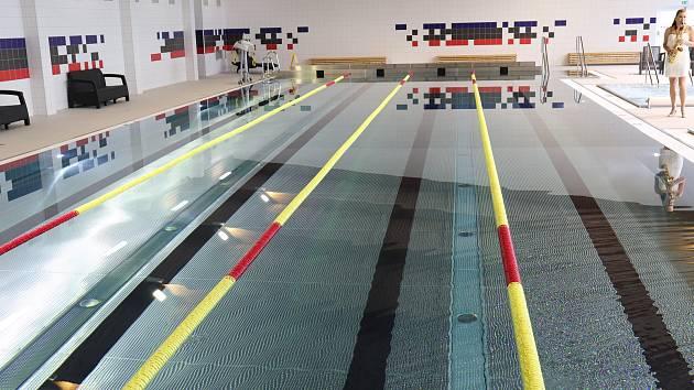 Bazén ve Volarech.