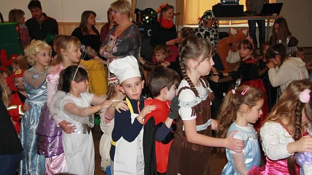 Karneval pro děti připravili o víkendu Žernovičtí.