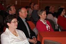 Starostka Vimperku J. Martanová s jihočeskou zastupitelkou J. Krejsovou ocenily šestnáct pedagogů.