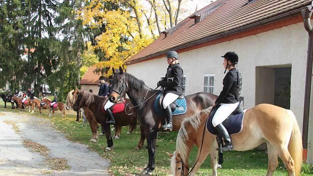 Hubertova jízda 2019 na zámku Skalice v Bohumilicích. Foto: Deník/Nikola Beranová